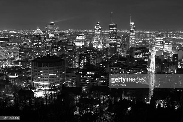 Lumières de la ville de Montréal à la tombée de la nuit