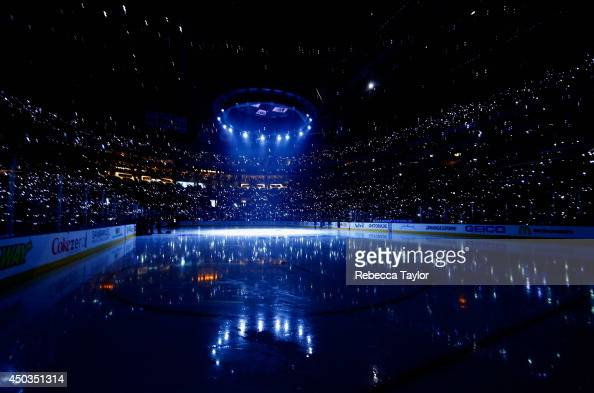 Lights shine on the ice before Game Two of the 2014 Stanley Cup Final between the Los Angeles Kings and the New York Rangers at Staples Center on...
