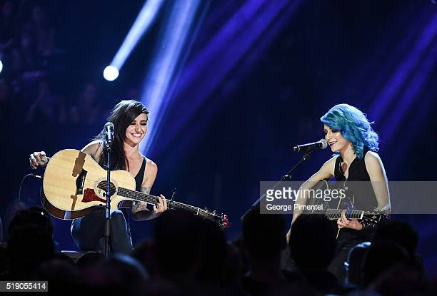 Lights singer/songwriter Valerie Anne Poxleitner Bokan and Sam Spensley perform at the 2016 Juno Awards at Scotiabank Saddledome on April 3 2016 in...