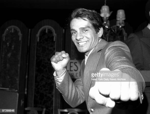 Lightweight challenger Roberto Duran hopes to land a big punch on defending champ Ken Buchanan of Scotland for 15round go at Madison Square Garden on...