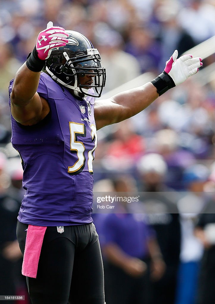 Liinebacker <a gi-track='captionPersonalityLinkClicked' href=/galleries/search?phrase=Ray+Lewis&family=editorial&specificpeople=171809 ng-click='$event.stopPropagation()'>Ray Lewis</a> #52 of the Baltimore Ravens motions to the crowd during the first half against the Dallas Cowboys at M&T Bank Stadium on October 14, 2012 in Baltimore, Maryland.