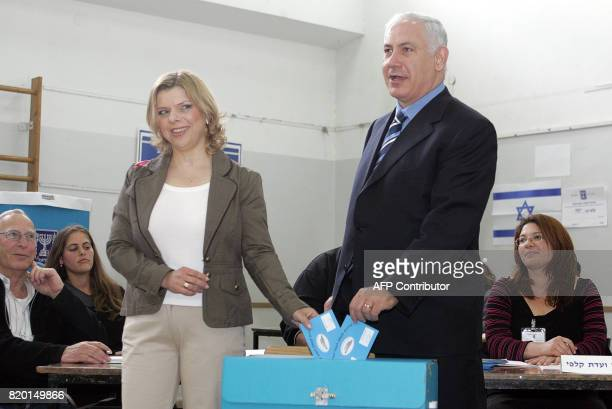Likud rightwing leader and former premier Benjamin Netanyahu casts his vote along with his wife Sarah 28 March 2006 at a polling station in Jerusalem...