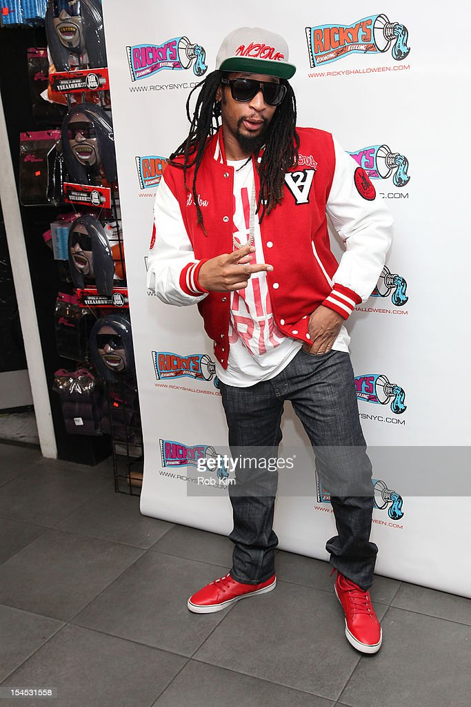 <a gi-track='captionPersonalityLinkClicked' href=/galleries/search?phrase=Lil+Jon+-+Rapper&family=editorial&specificpeople=202659 ng-click='$event.stopPropagation()'>Lil Jon</a> attends the 'Celebrity Apprentice All Star' contestant meet & greet at Ricky's Soho on October 21, 2012 in New York City.