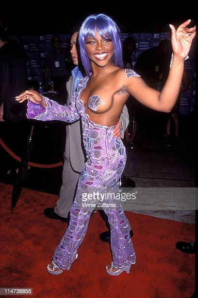 Lil' Kim arriving at the 1999 MTV Video Music Awards in New York City