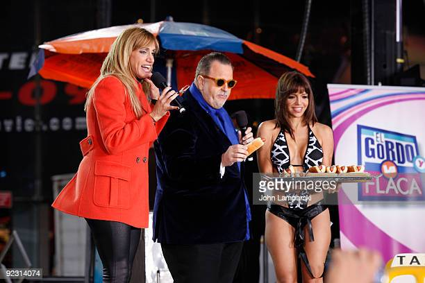 Lili Estefan Raul de Molina and Vida Guerra attend the launch of the ''Lo Mejor On Demand'' channel in Times Square on October 23 2009 in New York...