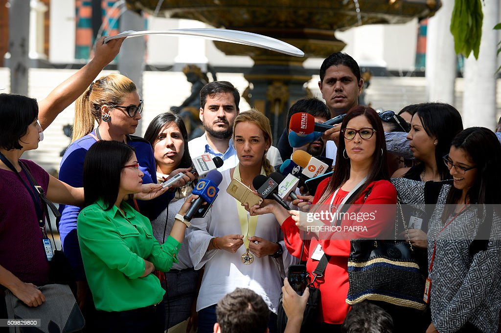 Lilian Tintori (C), wife of jailed Venezuelan opposition leader Leopoldo Lopez, speaks to the press outside the congress building before a meeting with relatives of victims of the 2014 protests in Caracas on February 12, 2016. Between February and May, 2014, 43 people were killed in protests in Venezuela. AFP PHOTO/FEDERICO PARRA / AFP / FEDERICO PARRA