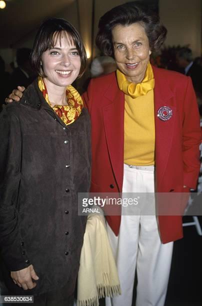 Liliane Bettencourt et Isabella Rossellini lors du Trophée Lancôme en septembre 1993 à SaintNomlaBretèche France