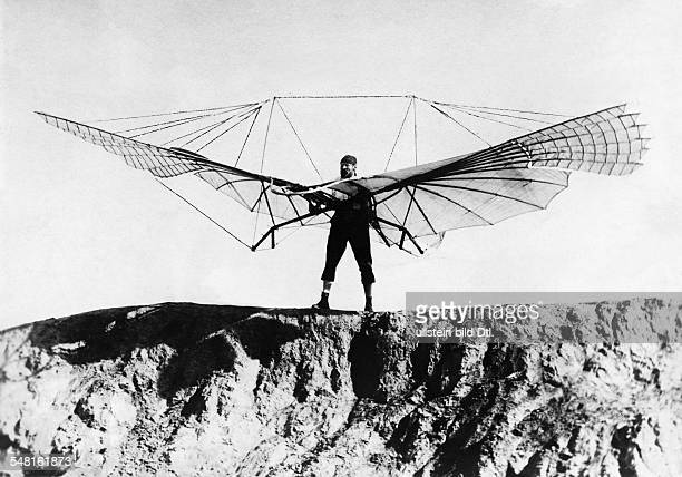 Lilienthal Otto Engineer Pilot Aviation pioneer D *2305184810081896 the first flight tests in his glider about 1900 Vintage property of ullstein bild