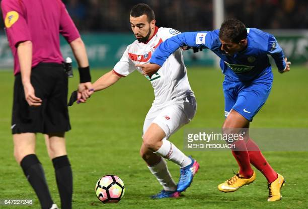 Lille' s Naim Sliti vies with Bergerac's Abdel Jamai during the French Cup football match between Bergerac and Lille on March 2 2017 at the...
