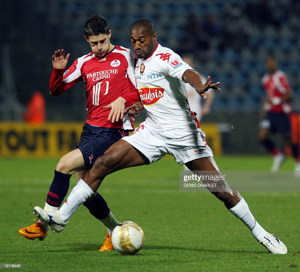 Lille's Belgian forward Kevin Mirallas (L) vies with Le Mans's defender Geder Malta during the French L1 football match Lille vs. Le Mans, 23 January 2008 at Lille metropole stadium in Villeneuve-d'Ascq.