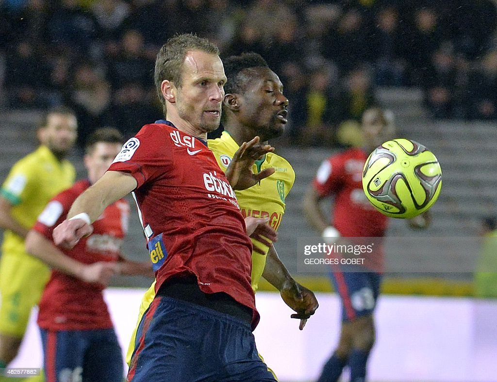 Lille's Czech defender <a gi-track='captionPersonalityLinkClicked' href=/galleries/search?phrase=David+Rozehnal&family=editorial&specificpeople=546591 ng-click='$event.stopPropagation()'>David Rozehnal</a> ( L) vies for the ball with Nantes' Guinean forward <a gi-track='captionPersonalityLinkClicked' href=/galleries/search?phrase=Ismael+Bangoura&family=editorial&specificpeople=648478 ng-click='$event.stopPropagation()'>Ismael Bangoura</a> (R) during the French L1 football match between FC Nantes and Lille OSC on January 31, 2015 at the La Beaujoire stadium in Nantes western of France.