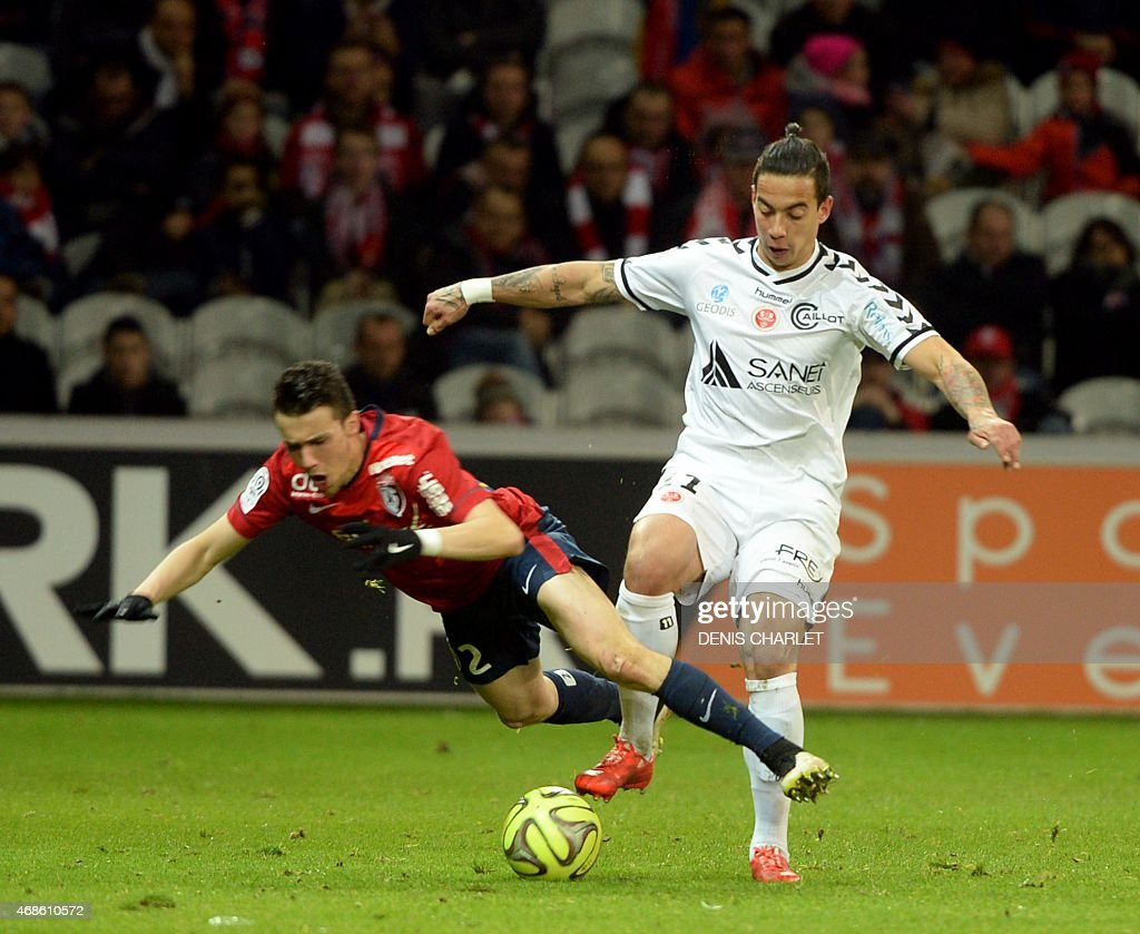Lille's Czech defender <a gi-track='captionPersonalityLinkClicked' href=/galleries/search?phrase=David+Rozehnal&family=editorial&specificpeople=546591 ng-click='$event.stopPropagation()'>David Rozehnal</a> (L) vies with Reims' Brazilian forward Diego Rigonato during the French Ligue football match Lille vs Reims on April 4, 2015 at the Pierre Mauroy stadium in Lille, northern France.