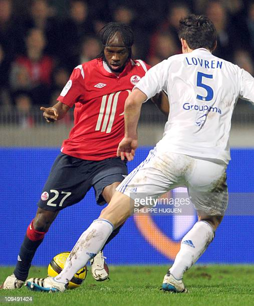 Lille's foward Gervinho vies with Lyon's Croatian defender Dejan Lovren during the French L1 football match Lille vs Lyon on February 27 2011 at the...