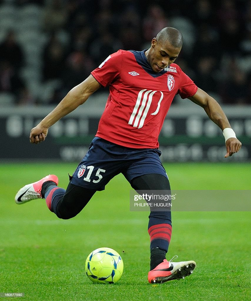Lille's French defender Dijbril Sidibe controls the ball during the French L1 football match Lille (LOSC) vs Troyes (ESTAC) on February 2, 2013 at the Grand Stade Stadium in Villeneuve d'Ascq.
