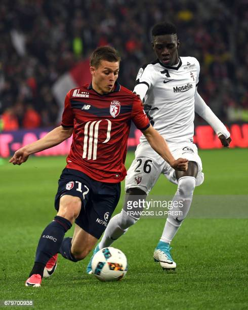 Lille's French forward Nicolas De Preville vies with Metz's Senegalese midfielder Ismaila Sarr during the French L1 football match between Lille and...