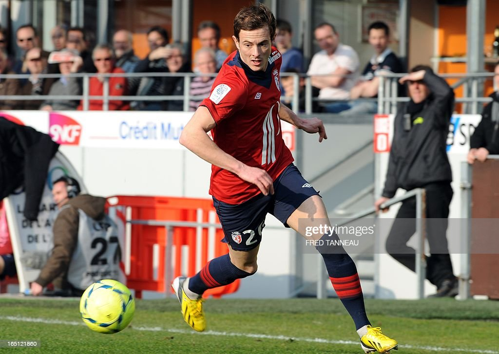Lille's French forward Nolan Roux runs with the ball during the French L1 football match Brest vs Lille on March 31, 2013 at the Francis Le Ble stadium in Brest, western France.