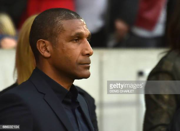 Lille's French head coach Franck Passi looks on during the French L1 football match between Lille OSC and Nantes at the PierreMauroy Stadium in...