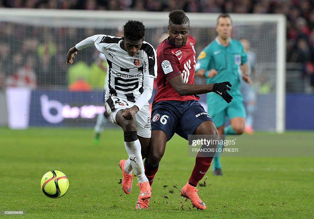 Lille's French midfielder Ibrahim Amadou (R) vies for the nball with Rennes' French forward Ousmane Dembele during the French L1 football match between Lille (LOSC) and Rennes (SRFC) on February 7, 2016 at the Pierre-Mauroy stadium in Lille, northern France. AFP PHOTO / FRANCOIS LO PRESTI / AFP / FRANCOIS LO PRESTI