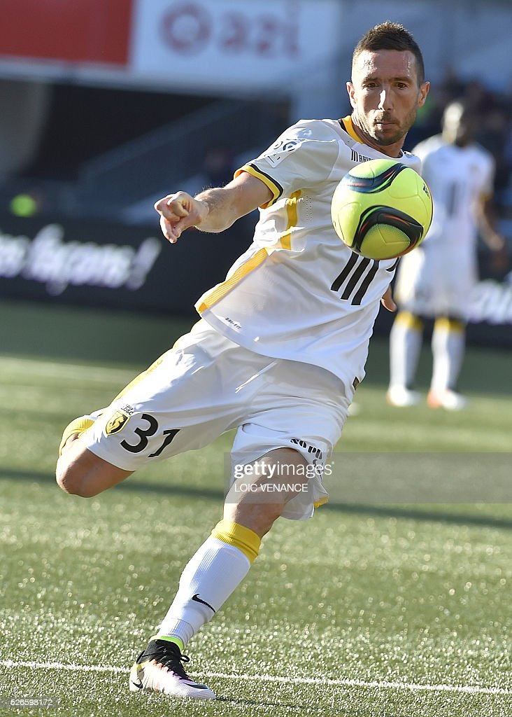 Lille's French midfielder Morgan Amalfitano kicks the ball during the French L1 football match Lorient vs Lille at the Moustoir stadium in Lorient, western France, on April 30, 2016.