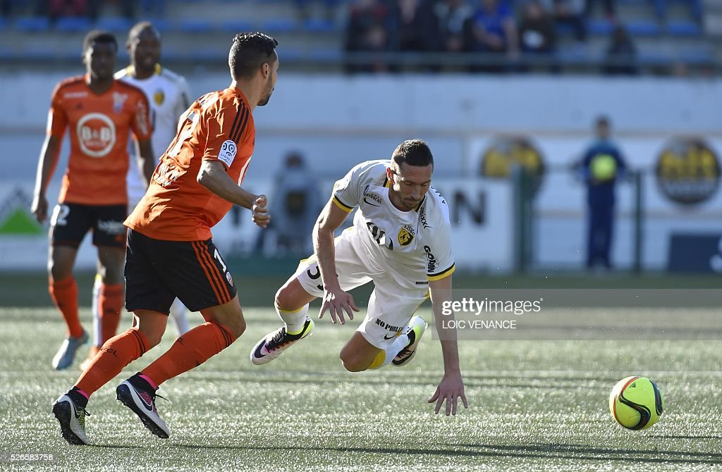 Lille's French midfielder Morgan Amalfitano (R) vies with Lorient's French Algerian midfielder Walid Mesloub during the French L1 football match Lorient vs Lyon at the Moustoir stadium in Lorient, western France, on April 30, 2016.