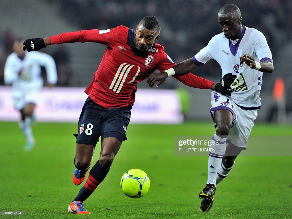 Lille's Ivoirian forward Salomon Kalou (L) vies with Toulouse's French defender Cheikh M'bengue during the French L1 football match Lille vs Toulouse on December 11, 2012 at the Grand Stade Stadium in Villeneuve d'Ascq.