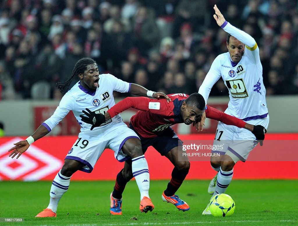 Lille's Ivoirian forward Salomon Kalou (C) vies with Toulouse's French defender Serge Aurier (L) and Toulouse's French defender Jonathan Zebina (R) during the French L1 football match Lille vs Toulouse on December 11, 2012 at the Grand Stade Stadium in Villeneuve d'Ascq. AFP PHOTO / PHILIPPE HUGUEN