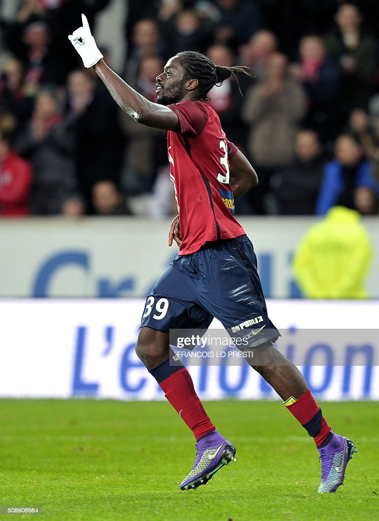 Lille's Portuguese forward Eder celebrates after scoring a goal during the French L1 football match between Lille (LOSC) and Rennes (SRFC) on February 7, 2016 at the Pierre-Mauroy stadium in Lille, northern France. AFP PHOTO / FRANCOIS LO PRESTI / AFP / FRANCOIS LO PRESTI