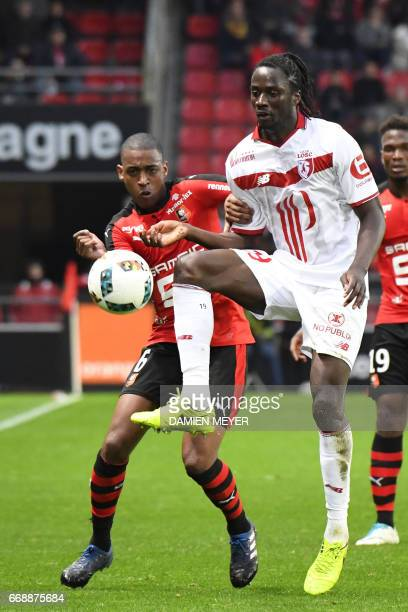 Lille's Portuguese forward Eder vies with Rennes' Cape Verdean midfielder Gelson Fernandes during the French L1 football match Rennes vs Lille on...