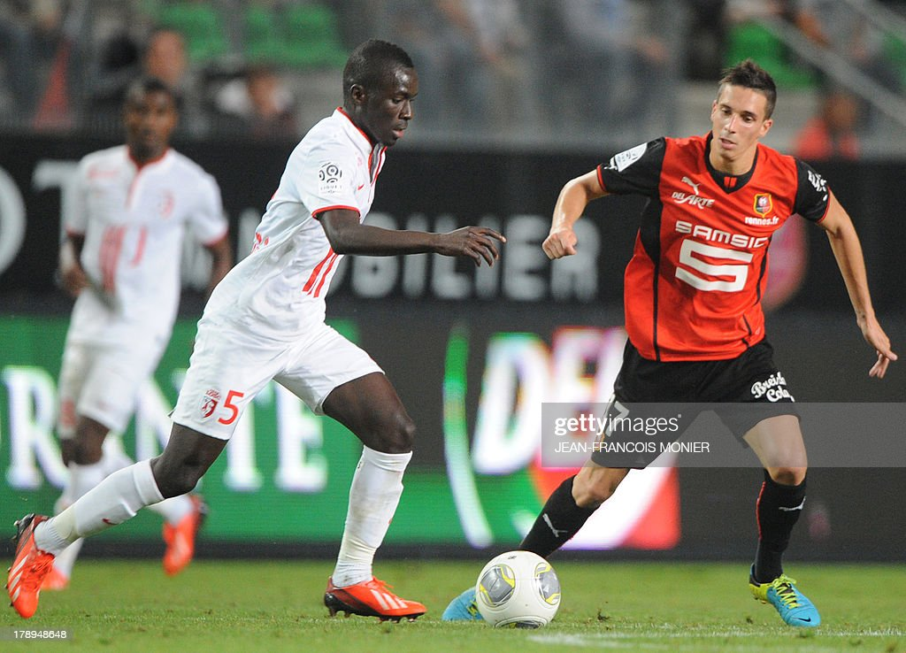 Lille's Senegalese midfielder Idrissa Gueye (L) vies with Rennes' French midfielder Vincent Pajot (R) during the French L1 football match Rennes (SRFC) vs Lille (LOSC) on August 31, 2013 at the Route de Lorient stadium in Rennes, western France.