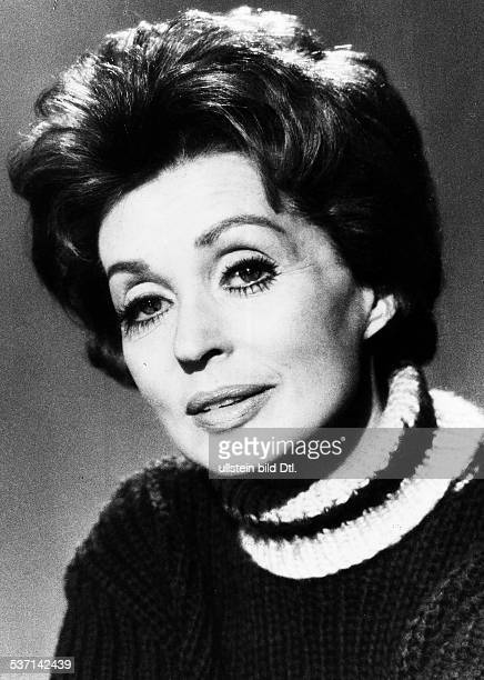 lilli palmer photos et images de collection getty images. Black Bedroom Furniture Sets. Home Design Ideas
