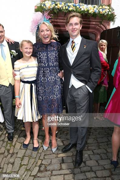 lilly-zu-saynwittgensteinberleburg-and-her-son-prinz-heinrich-donatus-picture-id586437806