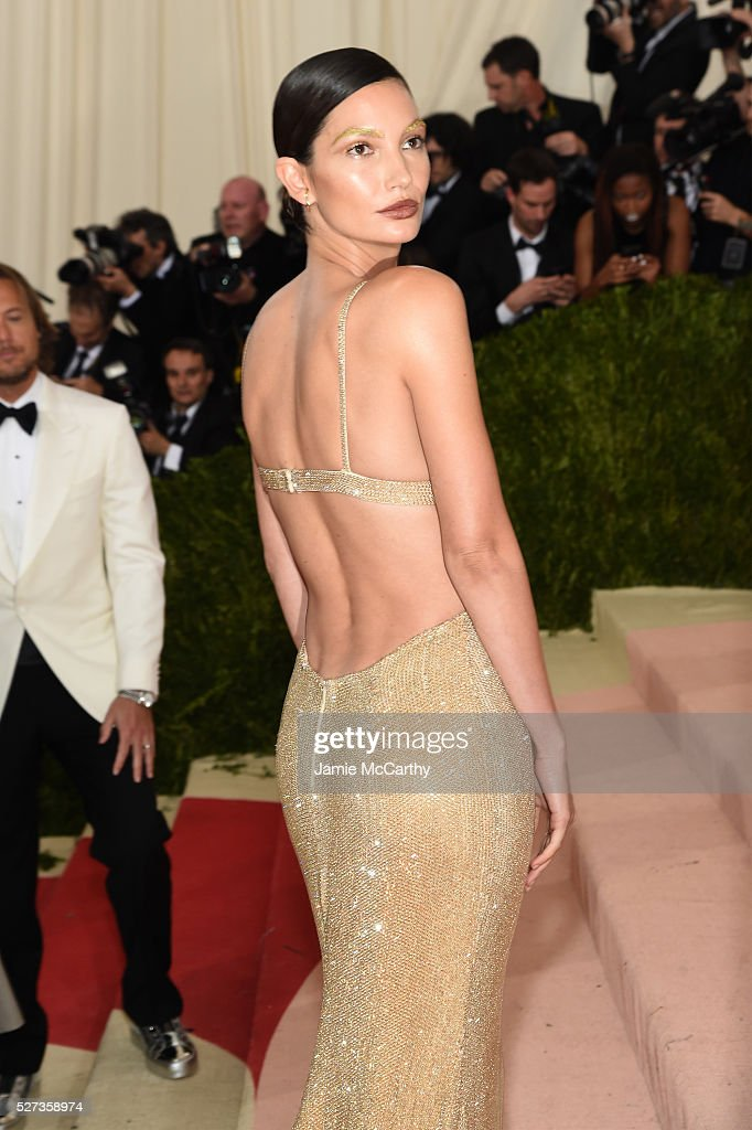 Lily Aldridge attends the 'Manus x Machina: Fashion In An Age Of Technology' Costume Institute Gala at Metropolitan Museum of Art on May 2, 2016 in New York City.