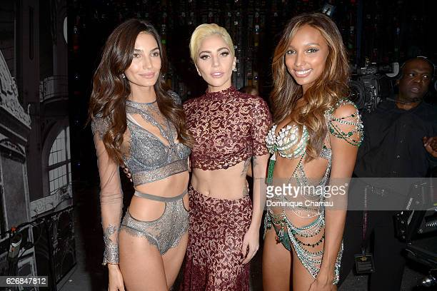 Lily Aldridge Lady Gaga and Jasmine Tookes pose backstage during the Victoria's Secret Fashion Show on November 30 2016 in Paris France