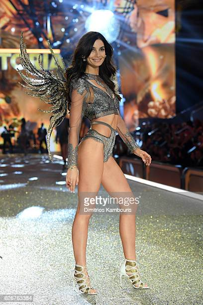 Lily Aldridge walks the runway during the 2016 Victoria's Secret Fashion Show on November 30 2016 in Paris France