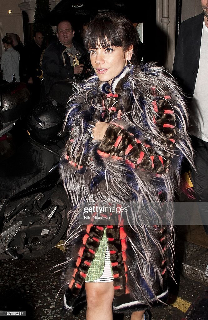 <a gi-track='captionPersonalityLinkClicked' href=/galleries/search?phrase=Lily+Allen&family=editorial&specificpeople=724899 ng-click='$event.stopPropagation()'>Lily Allen</a> is seen leaving Sotheby's, Mayfair on April 30, 2014 in London, England.