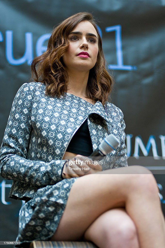 <a gi-track='captionPersonalityLinkClicked' href=/galleries/search?phrase=Lily+Collins&family=editorial&specificpeople=3520243 ng-click='$event.stopPropagation()'>Lily Collins</a> attends a Q&A and autograph session for fans in anticipation of Screen Gems' action-fantasy