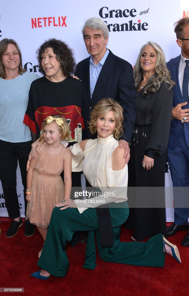 Lily Tomlin, Sam Waterston, Marta Kauffman,Willa Miel Pogue and Jane Fonda attends the Season 2 Premiere of Grace and Frankie, in Los Angeles, California, on May 1, 2016. / AFP / CHRIS