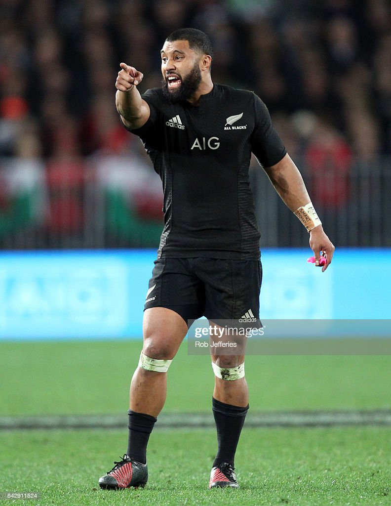 <a gi-track='captionPersonalityLinkClicked' href=/galleries/search?phrase=Lima+Sopoaga&family=editorial&specificpeople=7196726 ng-click='$event.stopPropagation()'>Lima Sopoaga</a> of New Zealand issues instructions during the International Test match between the New Zealand All Blacks and Wales at Forsyth Barr Stadium on June 25, 2016 in Dunedin, New Zealand.
