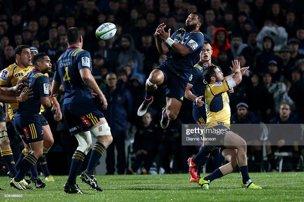 <a gi-track='captionPersonalityLinkClicked' href=/galleries/search?phrase=Lima+Sopoaga&family=editorial&specificpeople=7196726 ng-click='$event.stopPropagation()'>Lima Sopoaga</a> of the Highlanders attempts to take the high ball during the Super Rugby round ten match between the Highlanders and Brumbies at Rugby Park on April 30, 2016 in Invercargill, New Zealand.