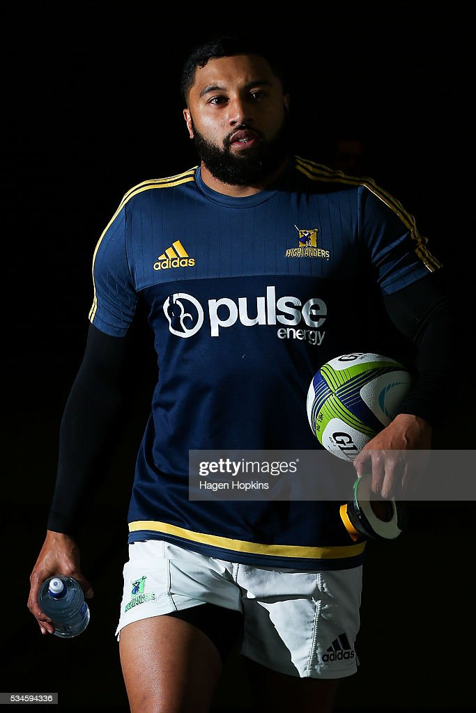 <a gi-track='captionPersonalityLinkClicked' href=/galleries/search?phrase=Lima+Sopoaga&family=editorial&specificpeople=7196726 ng-click='$event.stopPropagation()'>Lima Sopoaga</a> of the Highlanders during the round 14 Super Rugby match between the Hurricanes and the Highlanders at Westpac Stadium on May 27, 2016 in Wellington, New Zealand.