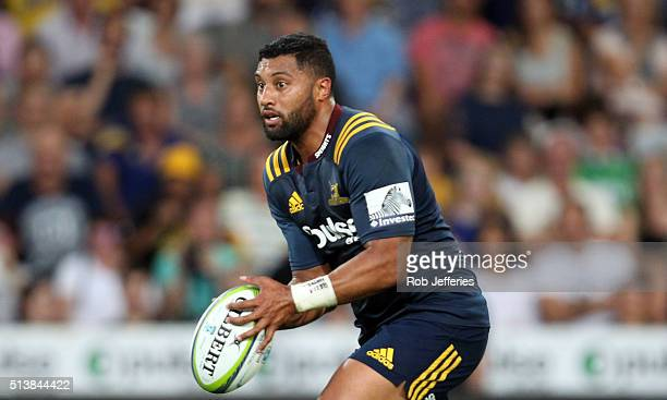 Lima Sopoaga of the Highlanders looks at his options during the round two Super Rugby match between the Highlanders and the Hurricanes at Forsyth...