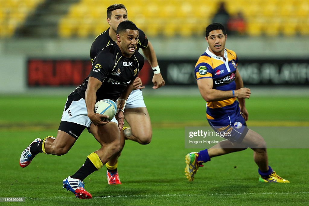 <a gi-track='captionPersonalityLinkClicked' href=/galleries/search?phrase=Lima+Sopoaga&family=editorial&specificpeople=7196726 ng-click='$event.stopPropagation()'>Lima Sopoaga</a> of Wellington makes a break during the round 5 ITM Cup match between Wellington and the Bay of Plenty at Westpac Stadium on September 12, 2013 in Wellington, New Zealand.