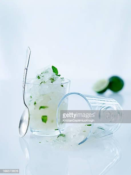 Limonen-sorbet aus Glas