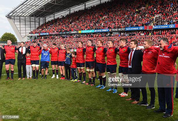 Limerick Ireland 22 October 2016 Munster players and staff along with Tony Foley and Dan Foley sons of the late Munster Rugby head coach Anthony...