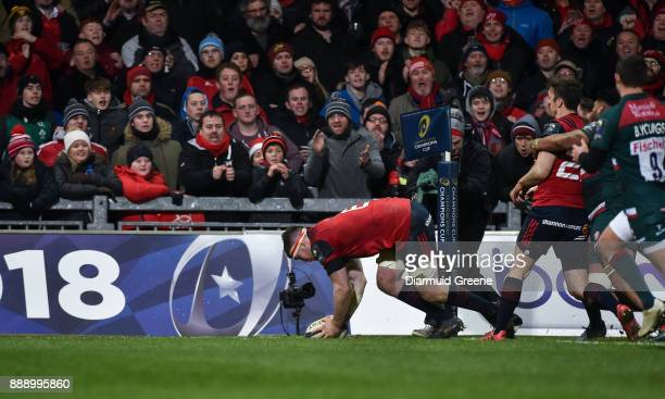 Limerick Ireland 9 December 2017 Peter O'Mahony of Munster scores his side's third try during the European Rugby Champions Cup Pool 4 Round 3 match...