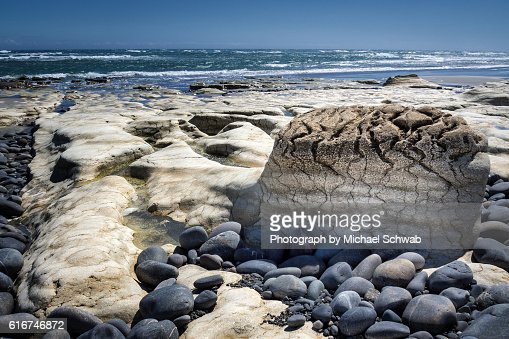 Limestone formation at Paturau Beach, New Zealand : Stock Photo