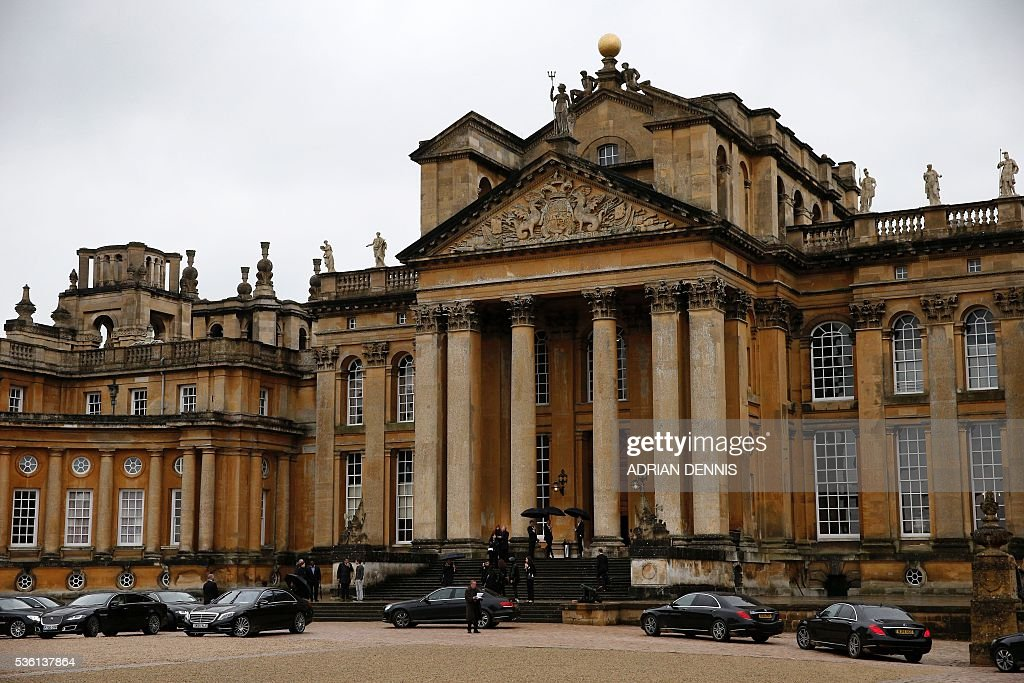 Limousines queue to the front door of Blenheim Palace to pick up guests following the spring/summer 2017 Christian Dior Cruise fashion show in Woodstock, near Oxford, central England on May 31, 2016. / AFP / ADRIAN
