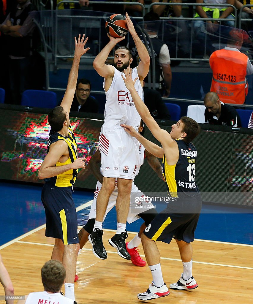 Linas Kleiza #11 of EA7 Emporio Armani Milan in action during the 20142015 Turkish Airlines Euroleague Basketball Regular Season Date 1 between...