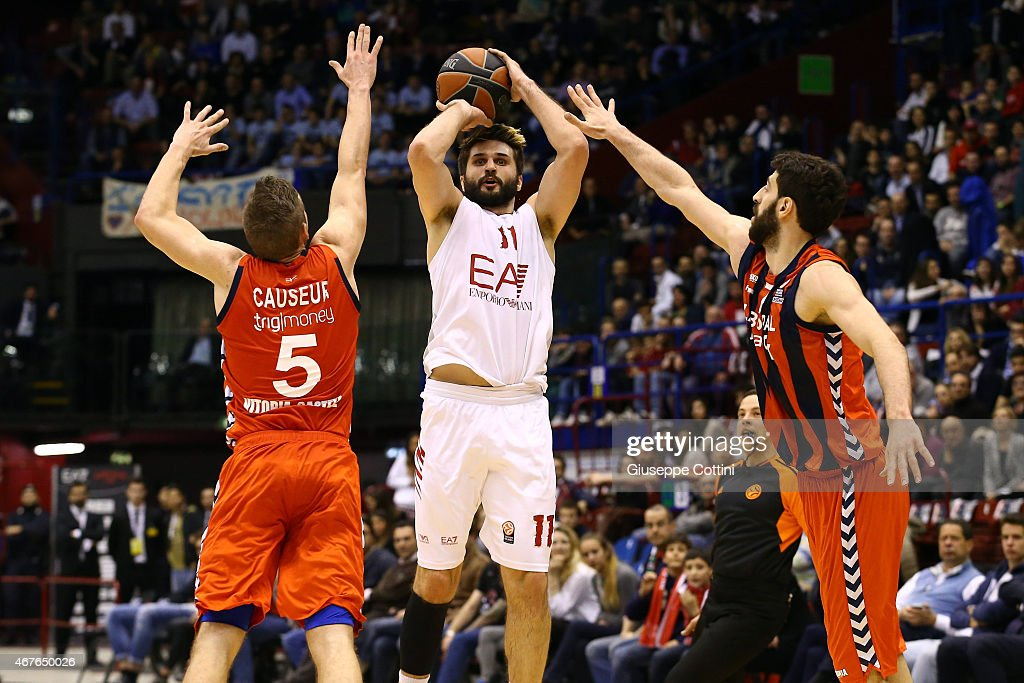 Linas Kleiza #11 of EA7 Emporio Armani Milan in action during the Turkish Airlines Euroleague Basketball Top 16 Date 12 game between EA7 Emporio...