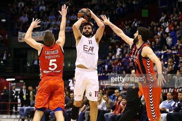 Linas Kleiza #11 of EA7 Emporio Armani Milan in action during the Turkish Airlines Euroleague Basketball Top 16 Date 12 game between EA7 Emporio...